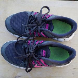 Girls Nike Free 5.0 running shoes size 7.5 EUC